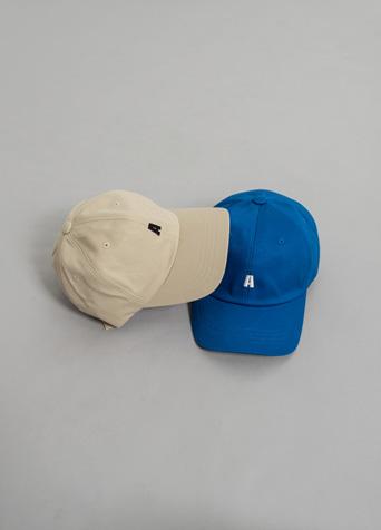 A 캐주얼 볼캡 모자